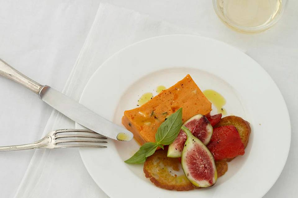 Paprika-Mousse mit Feigen-Basilikum-Salat Rezept