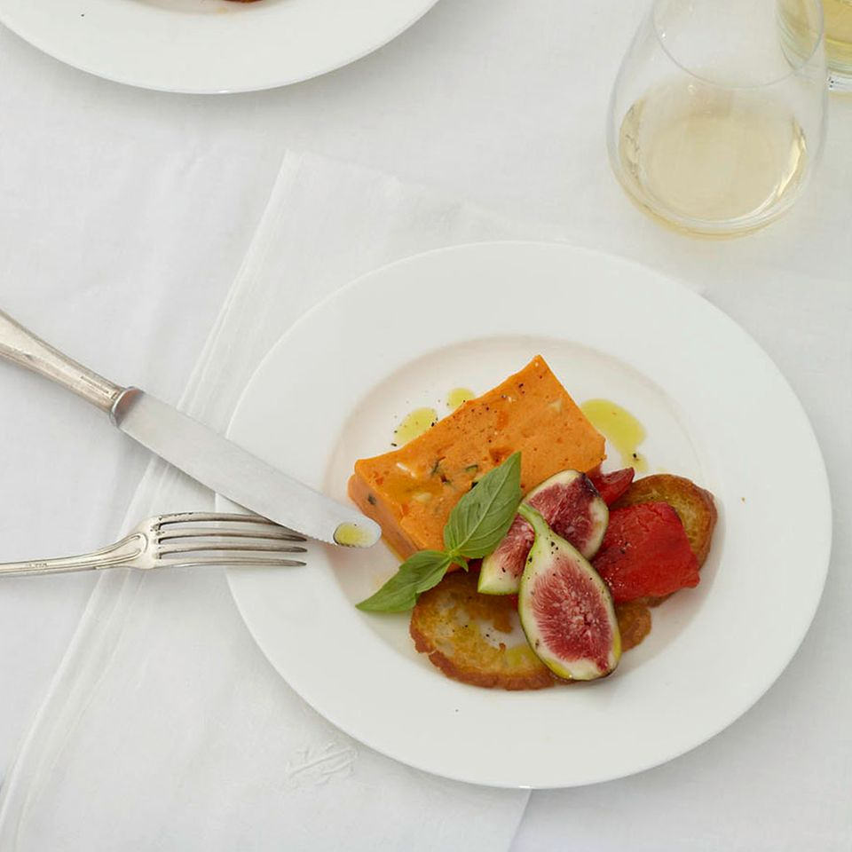 Paprika-Mousse mit Feigen-Basilikum-Salat
