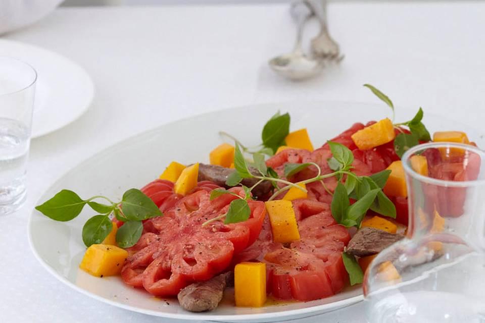 Tomaten-Pfirsich-Salat Rezept