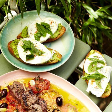 Bruschetta mit Avocado und Mozzarella