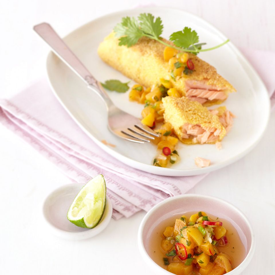 Polenta-Lachs mit Aprikosen-Salsa