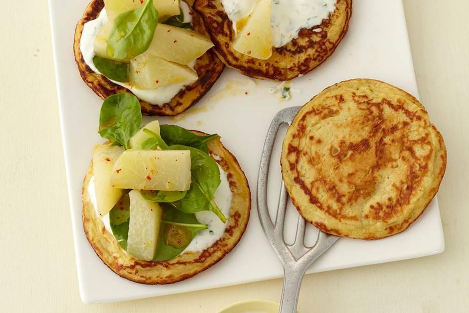 Marinierte Kohlrabi auf Kartoffel-Pfannkuchen Rezept