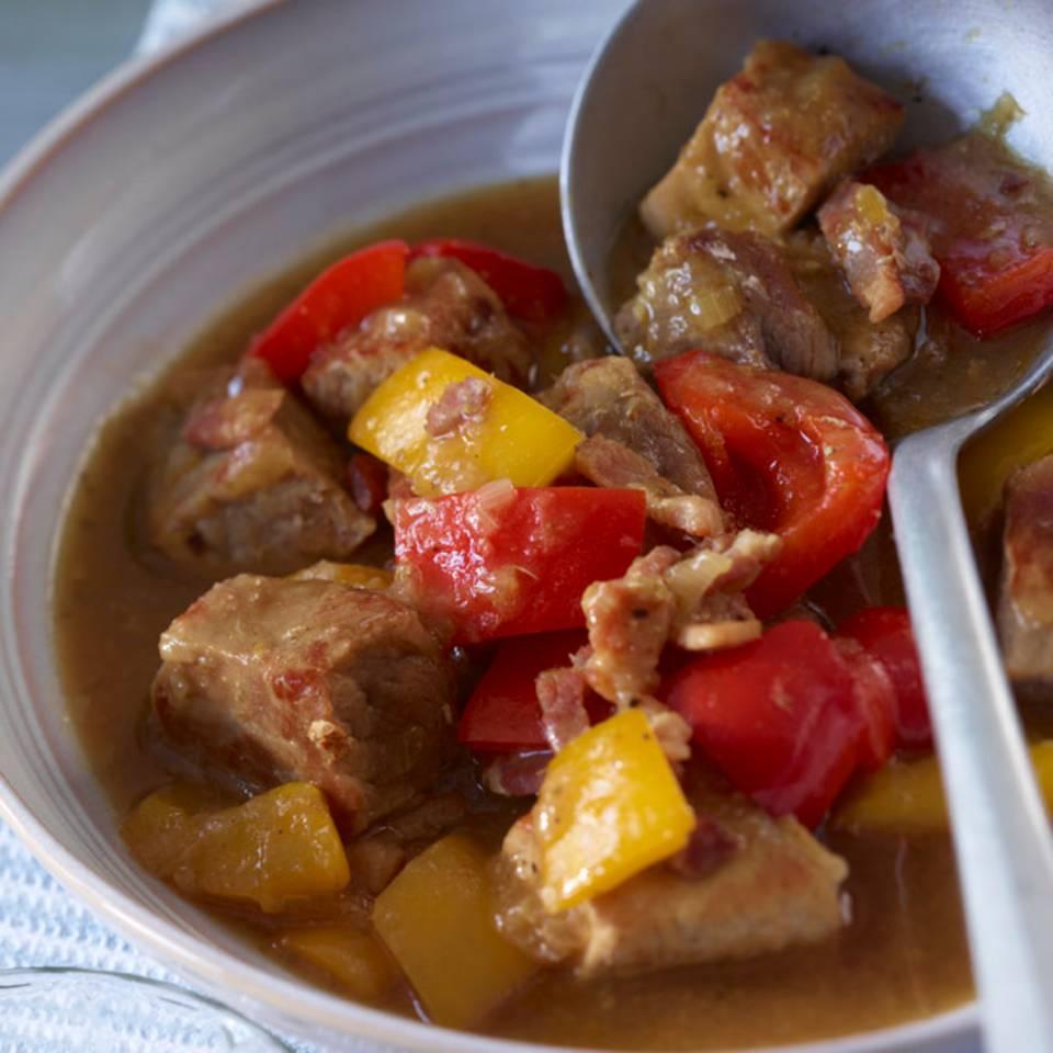 Schweinegulasch mit Paprika Rezept