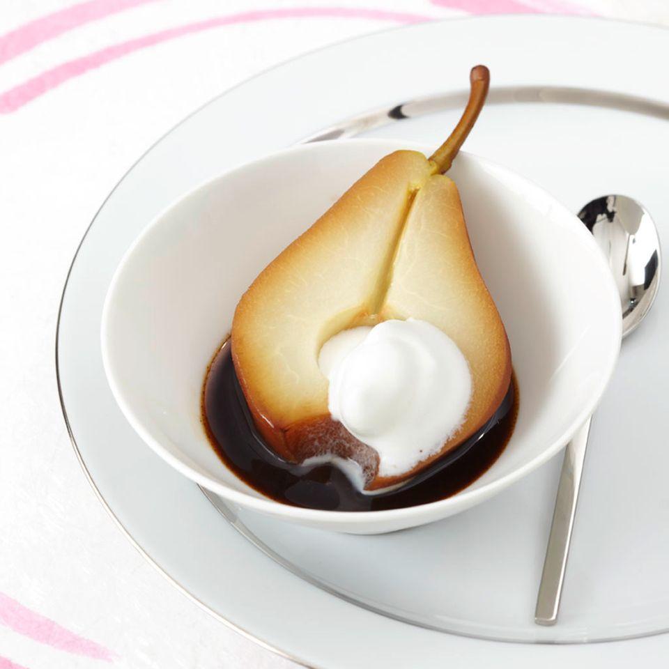 Gewürzkaffee-Birnen mit Milchschaum