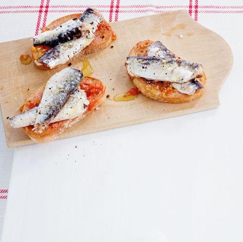 Crostini mit Sardine-Tomate