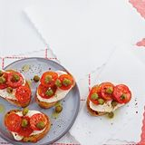 Crostini mit Thunfischcreme-Tomate