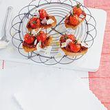 Crostini mit Tapenade-Grilltomate