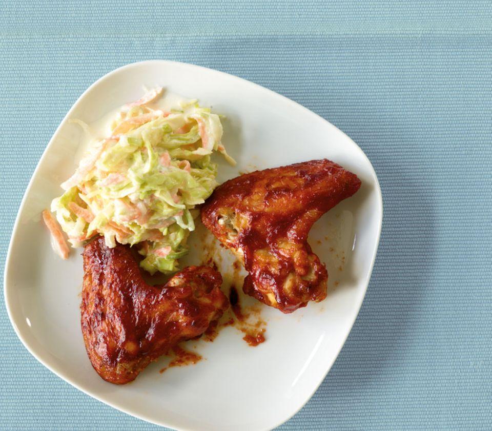 Dreamteam auf dem Teller: Coleslaw passt ausgezeichnet zu Chicken Wings