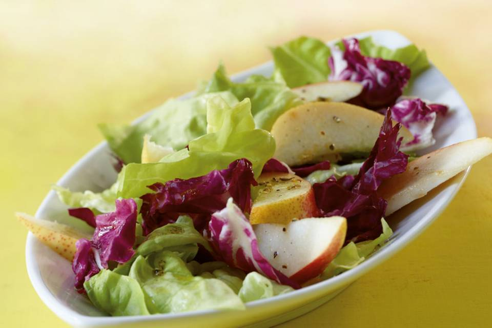Blattsalat mit Birne Rezept