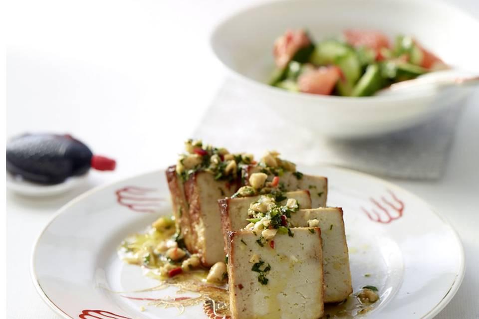 Tofu mit Erdnuss-Dressing Rezept