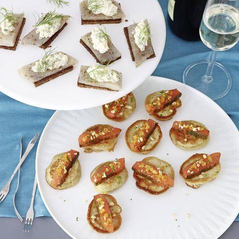 Marinierte Forellenfilets mit Apfel-Gurken-Salat
