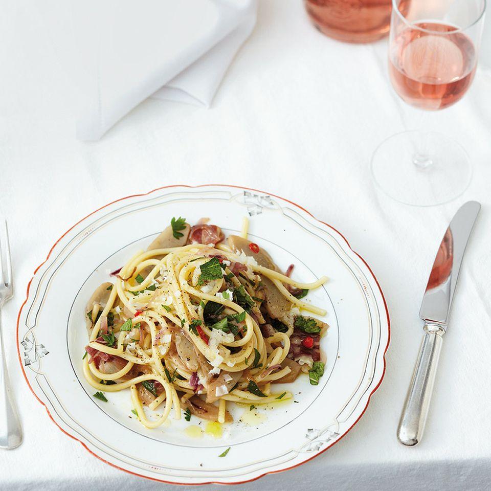Bucatini mit Artischocken, Pancetta und Minze