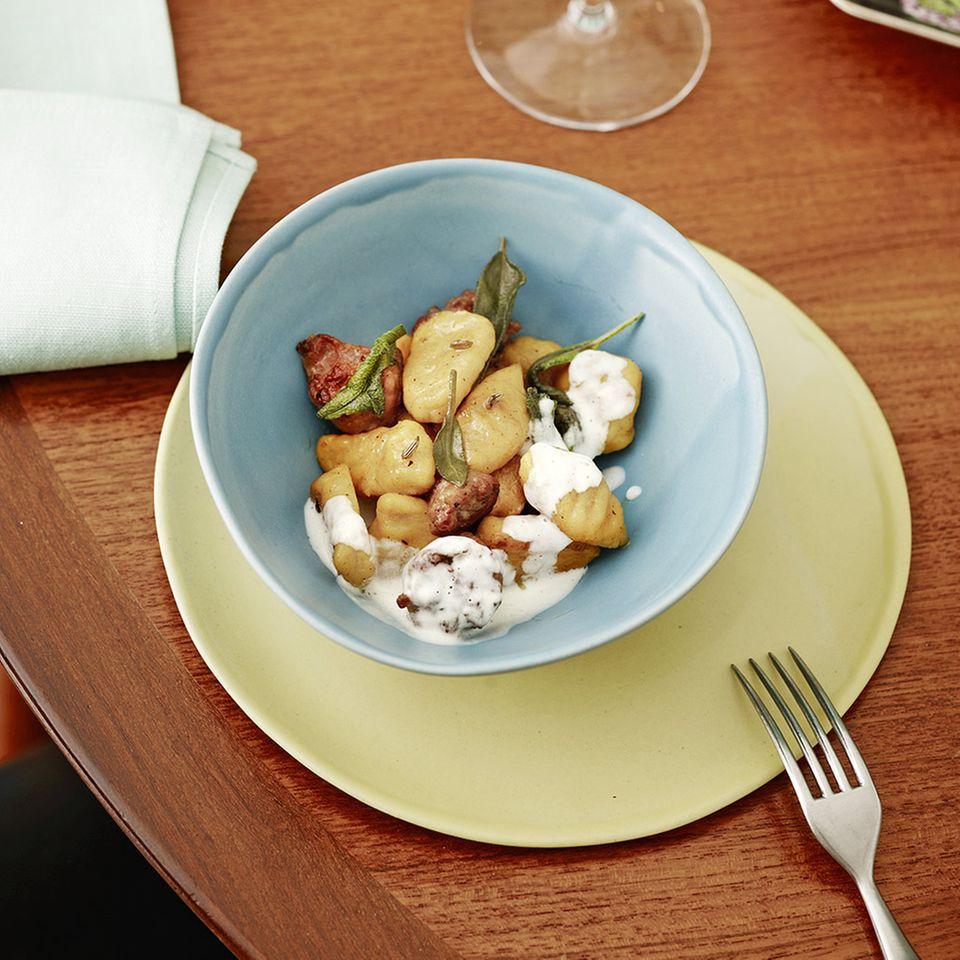 Kürbis-Gnocchi mit Fenchel-Bratwurst