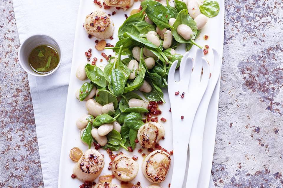 Bohnen-Spinat-Salat mit Jakobsmuscheln Rezept