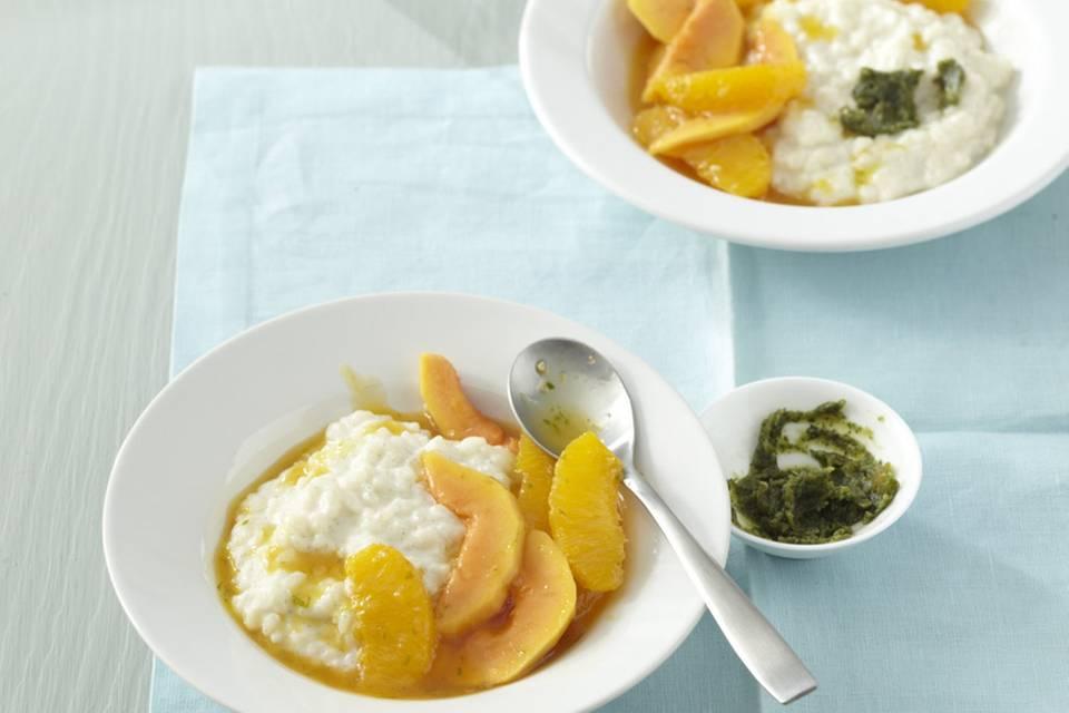 Kokosmilchreis mit Orangen-Papaya-Kompott und Minz-Pesto Rezept