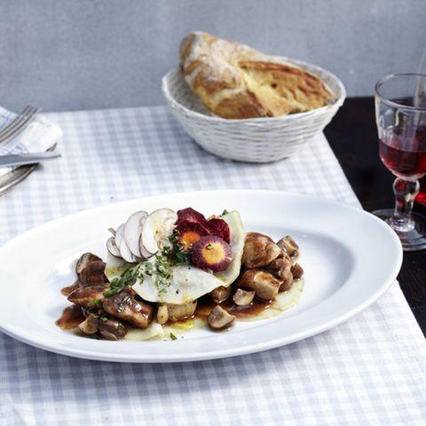 Geschmortes Bresse-Huhn mit Sellerie