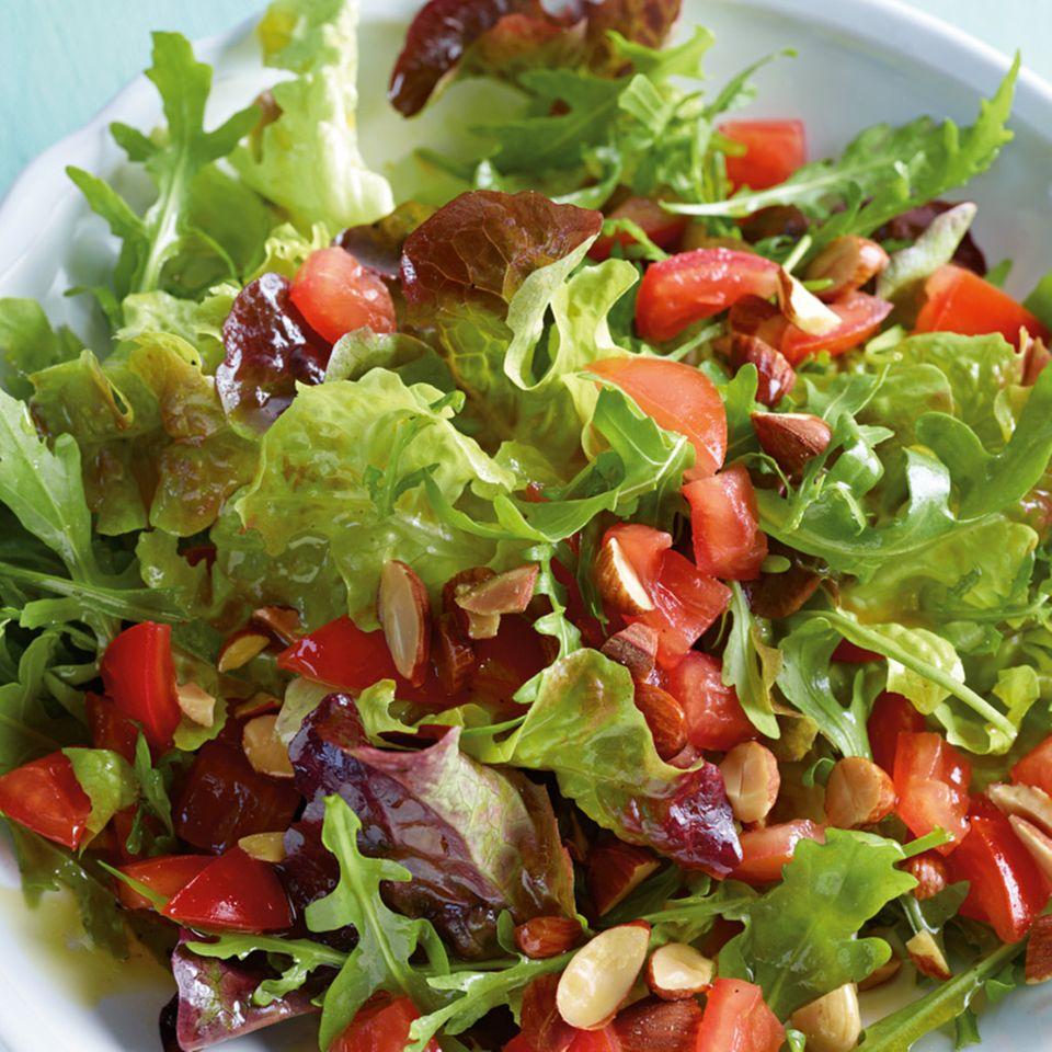 Grüner Salat mit Tomaten-Vinaigrette