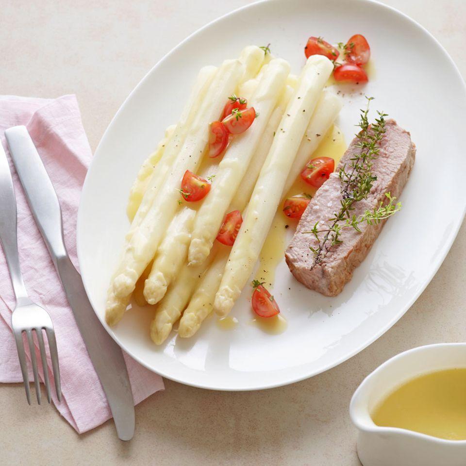 Spargel mit Kalbsrückensteak und Spargel-Butter-Sauce