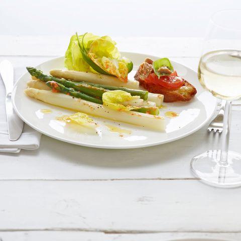 Spargelsalat mit Paprika-Dressing