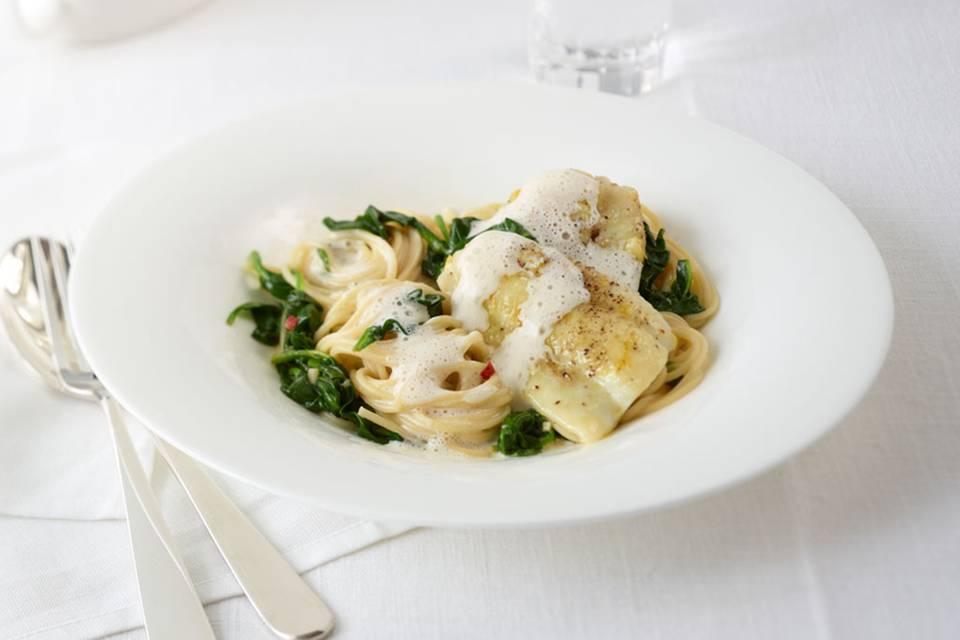 Spaghetti mit gebratener Scholle und Parmesansauce Rezept