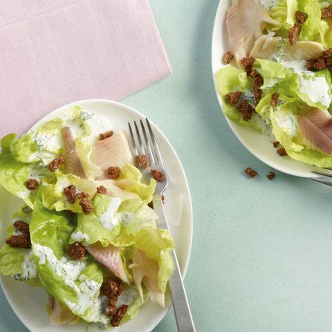 Salat mit Räucherforelle