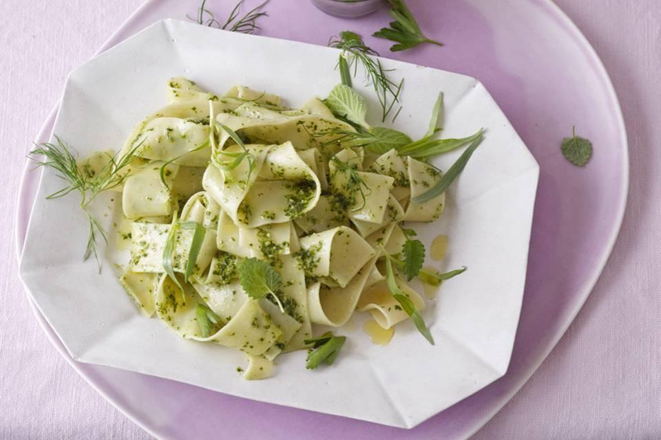 Pasta mit 7-Kräuter-Pesto Rezept