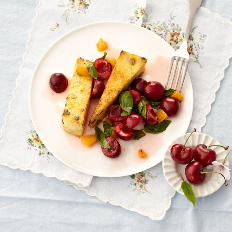 Kirschsalat mit gebratener Pistazien-Polenta