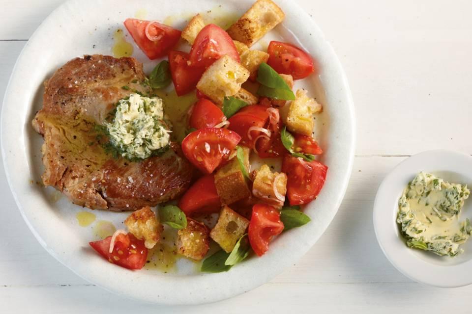 Schweinenacken mit Tomaten-Brot-Salat Rezept