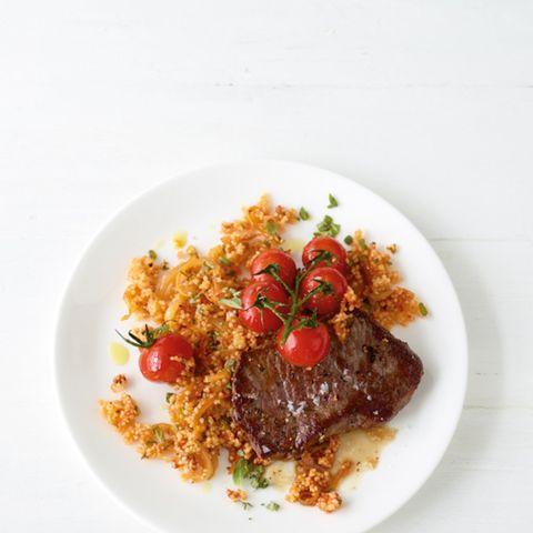 Tomaten-Couscous mit Steak