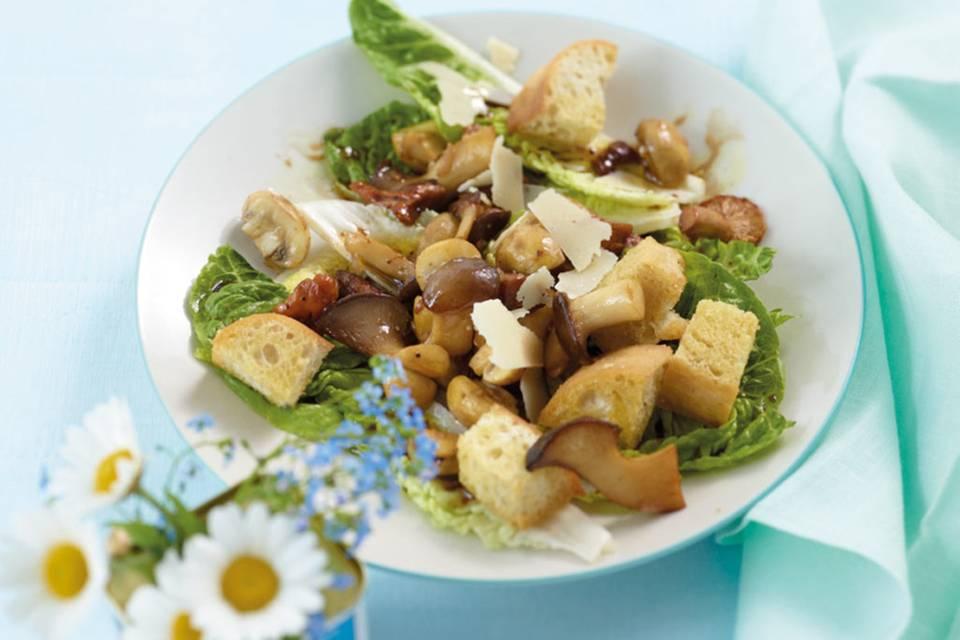 Pilzsalat mit Croûtons Rezept