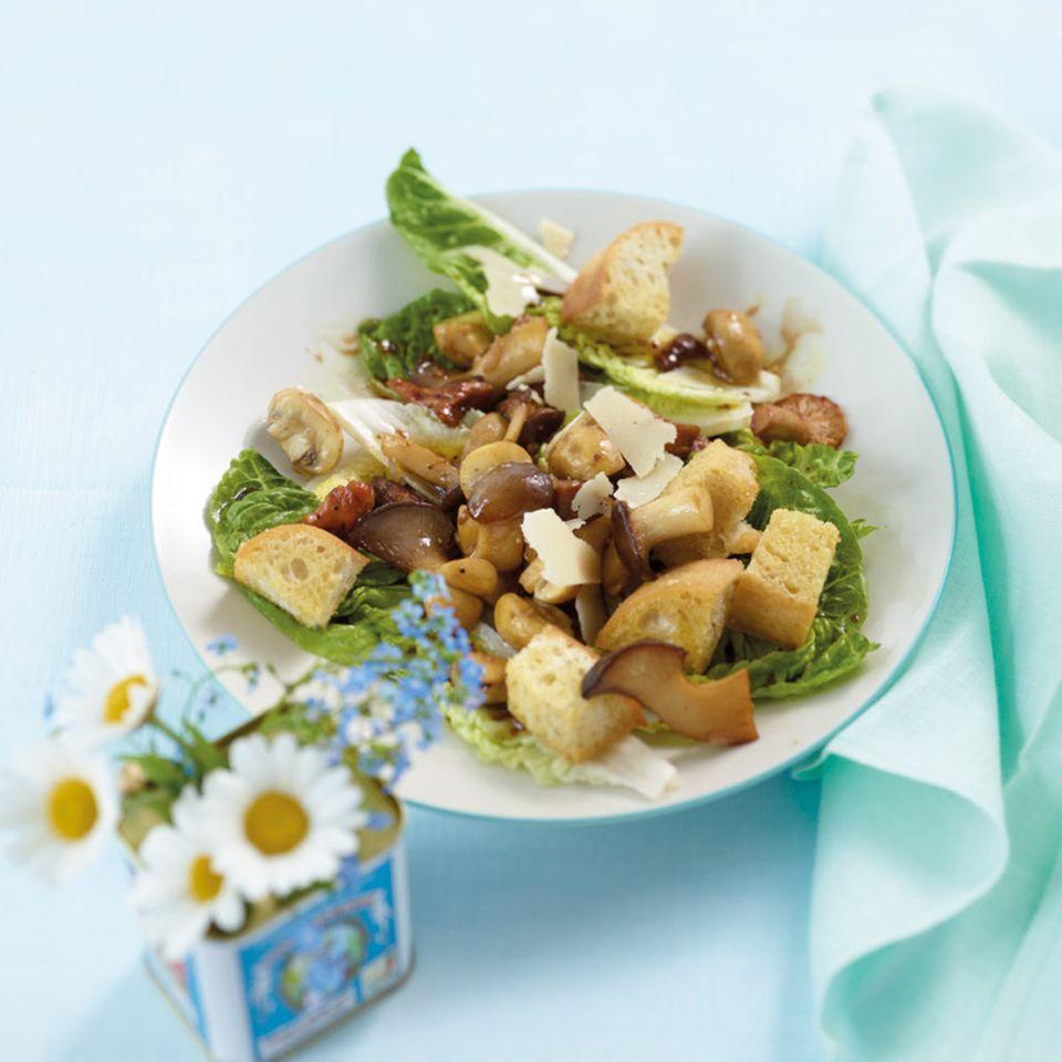 Pilzsalat mit Croûtons