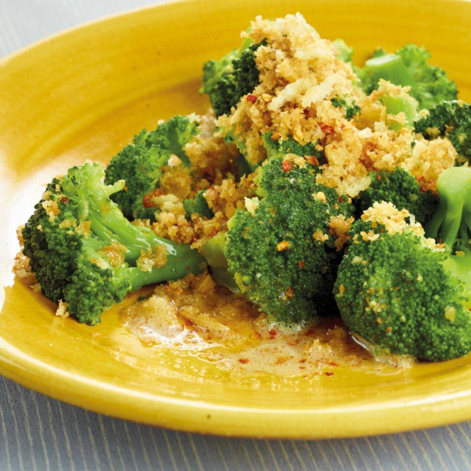 Broccoli mit Chilibröseln
