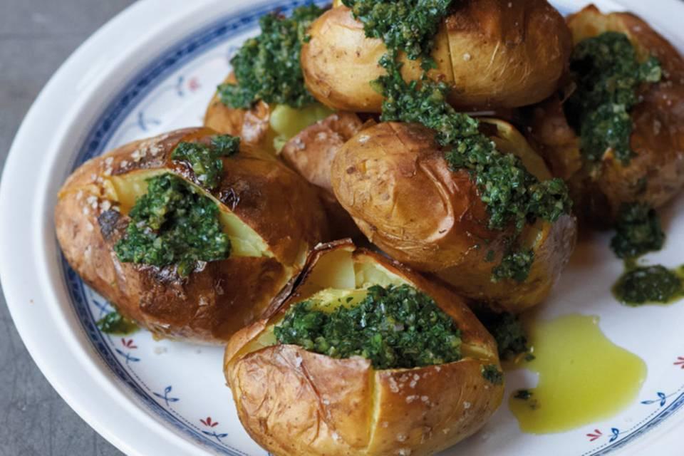 Ofenkartoffeln mit Salsa verde Rezept