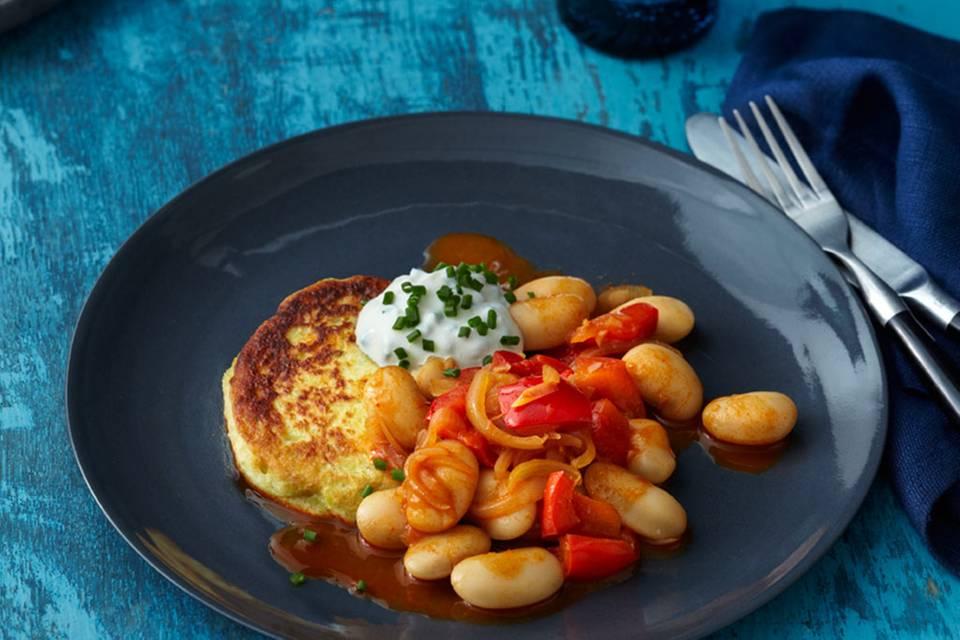 Bohnen-Paprika-Gemüse mit Topinambur-Kartoffel-Küchlein Rezept