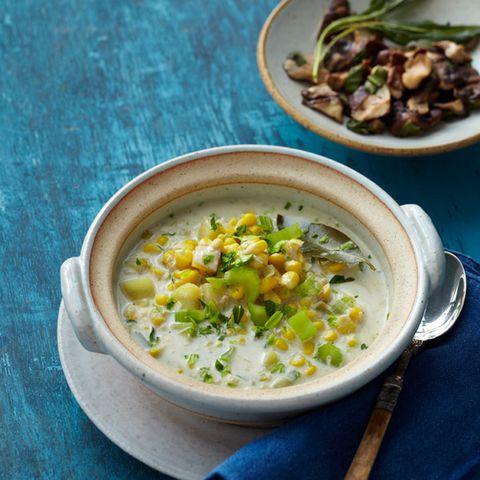 Mais-Kartoffel-Eintopf mit Salbei-Pilzen