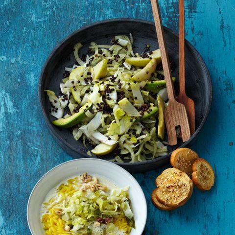 Linsen-Birnen-Salat mit Avocado und Brot-Chips