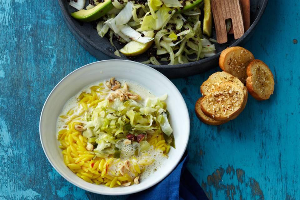 Pastasotto mit Safran und Spitzkohl-Lauch-Gemüse Rezept