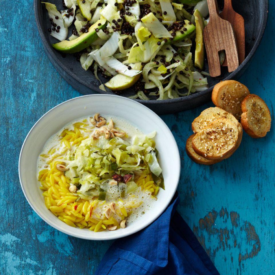 Pastasotto mit Safran und Spitzkohl-Lauch-Gemüse