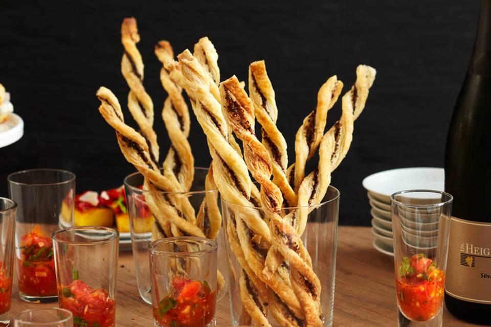 Tapenade-Stangen mit Tomaten-Salsa Rezept