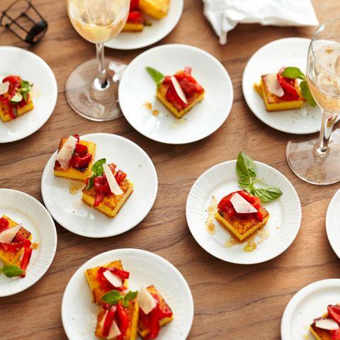 Polenta-Schnitten mit gerösteter Paprika