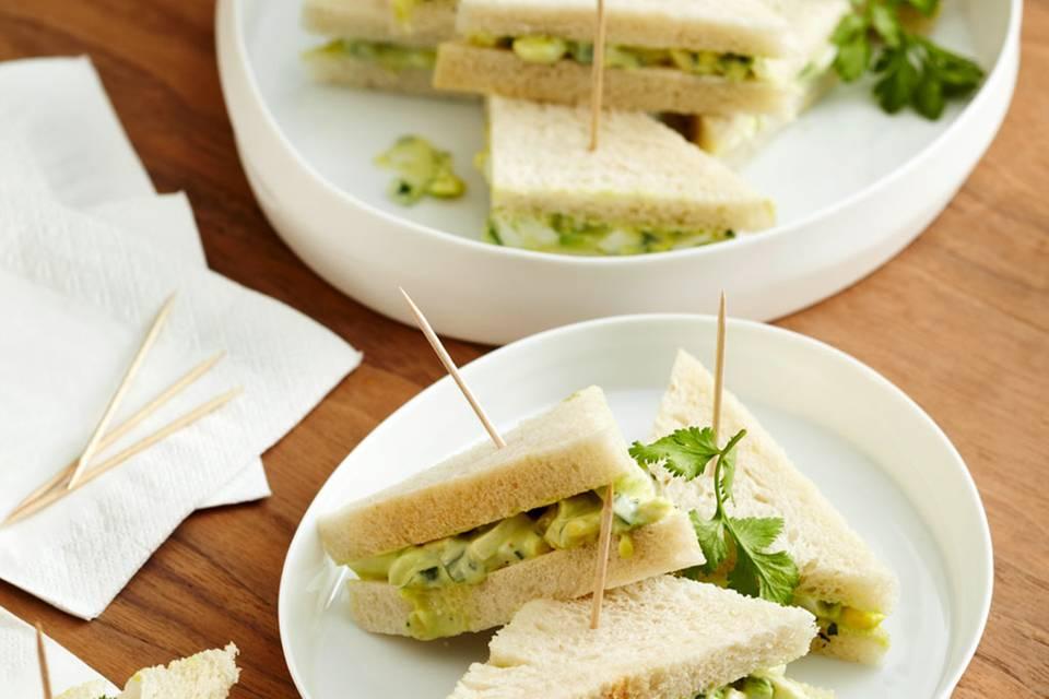 Eiersalat-Sandwiches mit Avocado Rezept