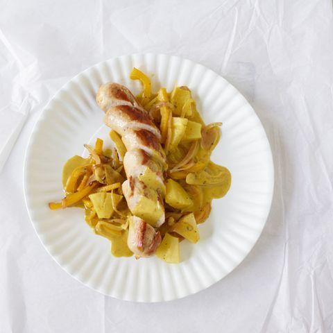 Bratwurst mit Curry-Sahnesauce