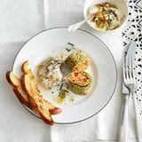 Pfannkuchen-Rouladen mit Bulgur, Feta und Paprika