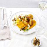Möhren-Steckrüben-Püree mit Blumenkohl und Aprikosen-Salsa