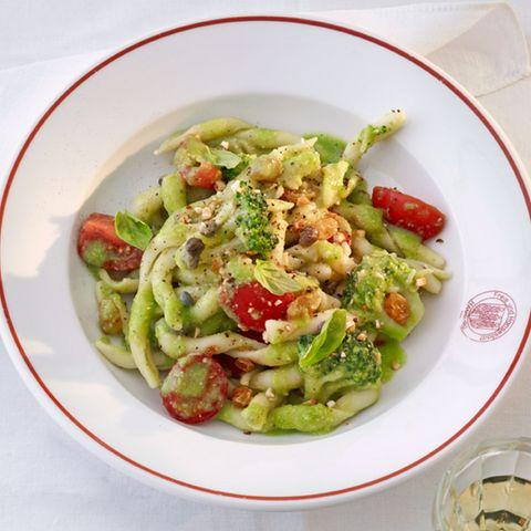 Von Sizilien: Fusilli mit Brokkoli und Mandeln