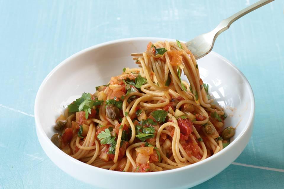 Spaghetti mit Tomaten-Kapern-Sauce Rezept