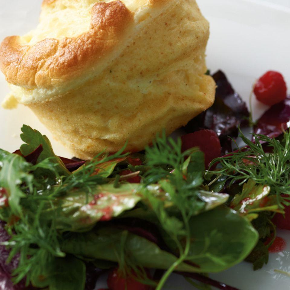 Quark-Soufflé mit Salat