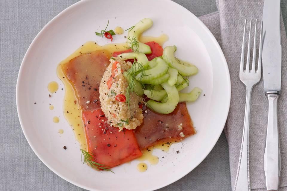 Quinoa-Salat mit gegrillter Paprika und Gurke Rezept