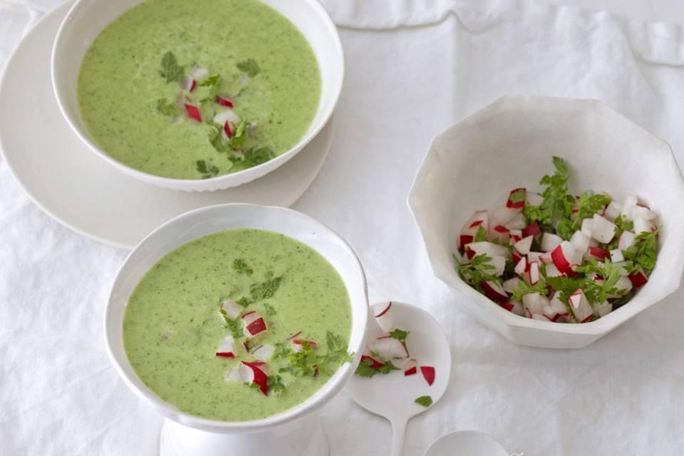 Kerbelsuppe mit Radieschen Rezept