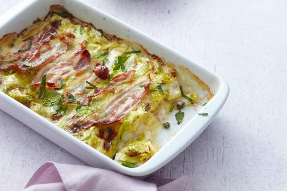 Spitzkohl-Kartoffel-Auflauf mit Kapern und Speck Rezept